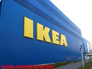 IKEA港北店の建物(サイドに巨大ロゴ)